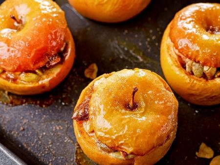 Печени пълнени ябълки с ядки - бадеми, орехи и тиквени семки с мед - снимка на рецептата
